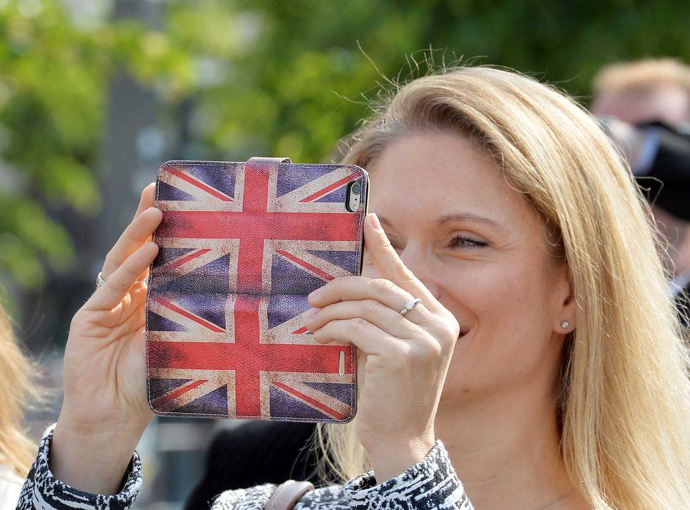 Effetto UE: 3 taglia le tariffe di roaming