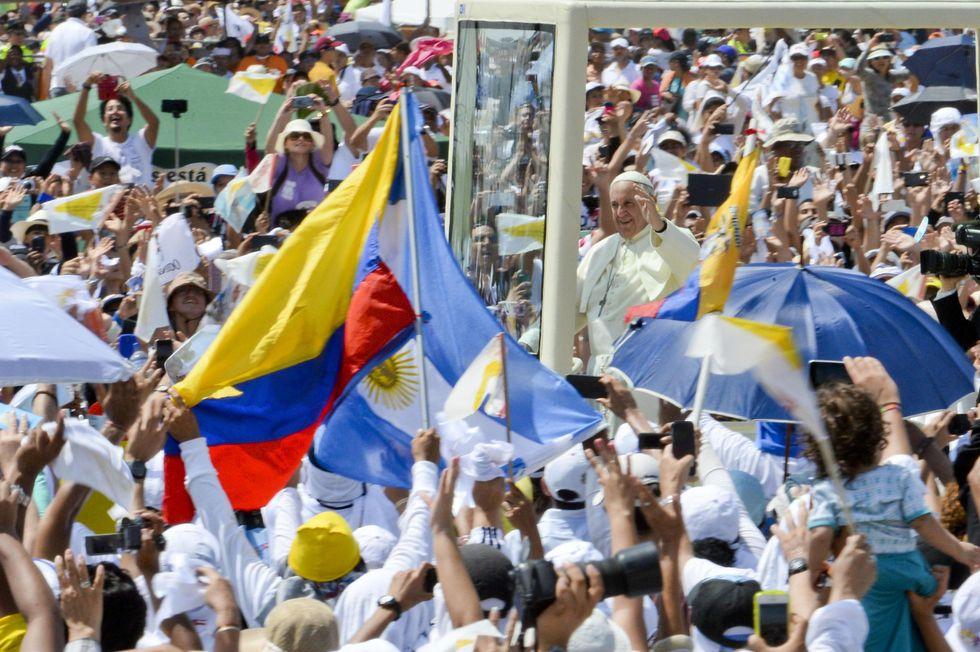 Il Papa difende la famiglia ma chiede più coraggio sui divorziati