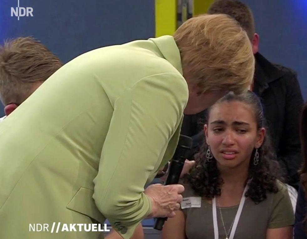 Angela Merkel e le lacrime della bambina