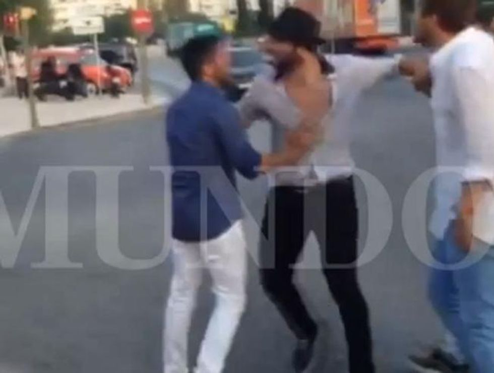 "Higuain, rissa a Ibiza con un tifoso: ""Non sai segnare nemmeno un rigore"""