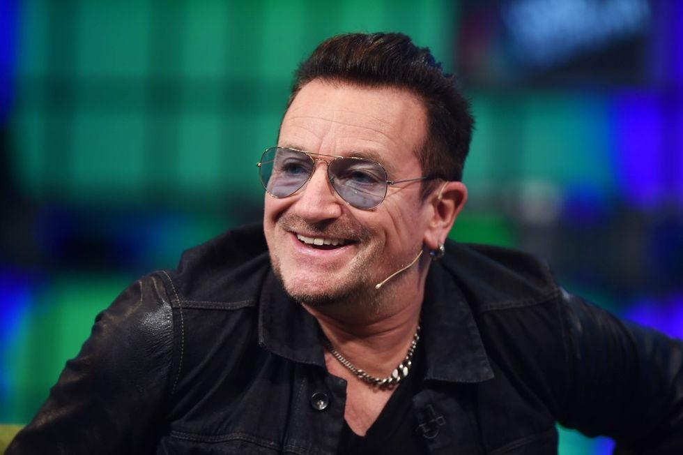 U2: Bono disegnerà occhiali per beneficenza
