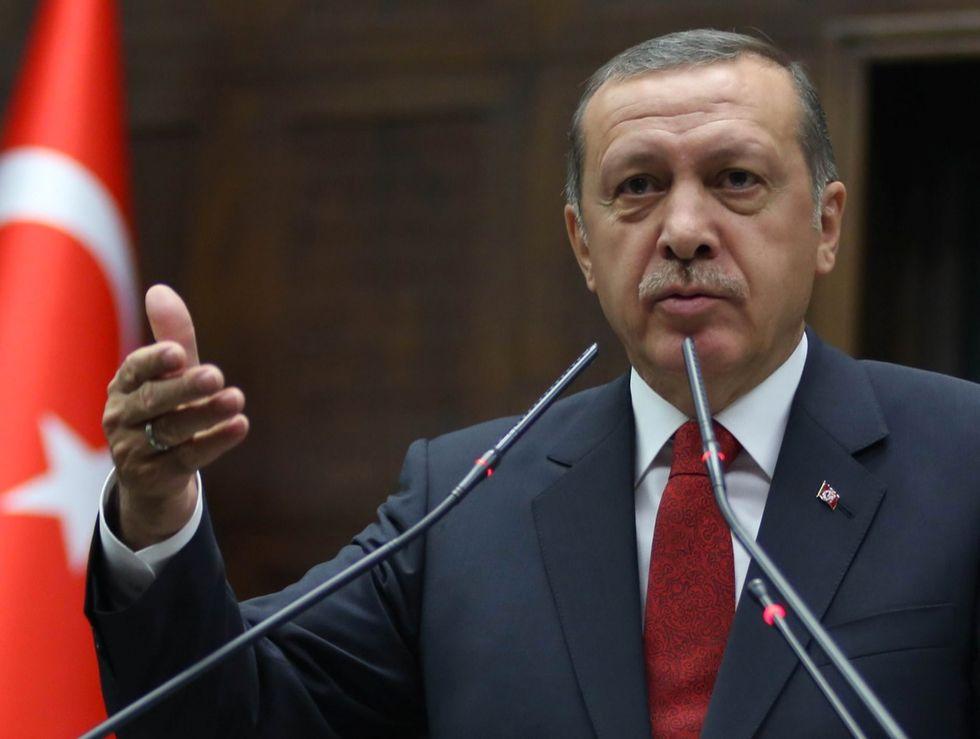 Turchia: la polizia oscura due tv di opposizione
