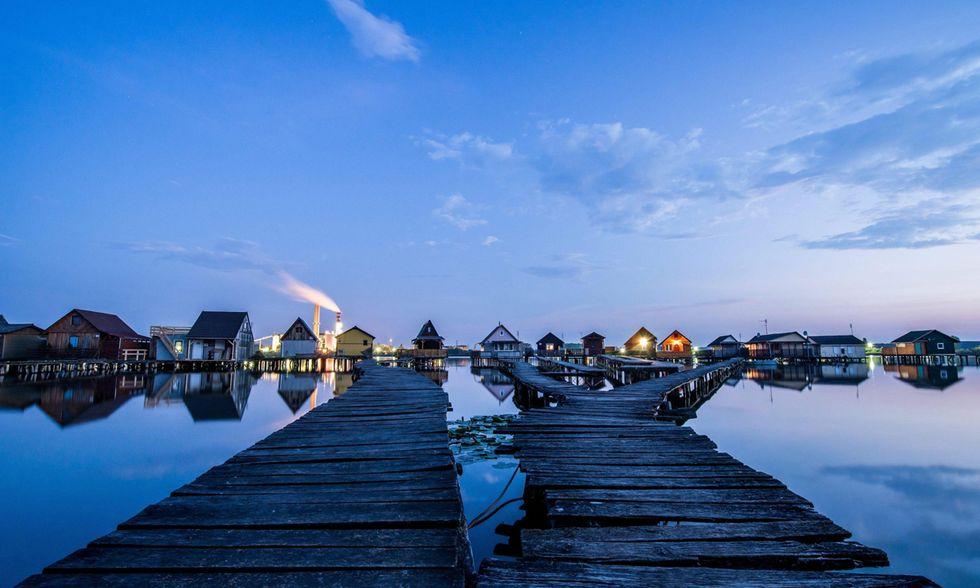 L'alba sul lago Bokodi in Ungheria