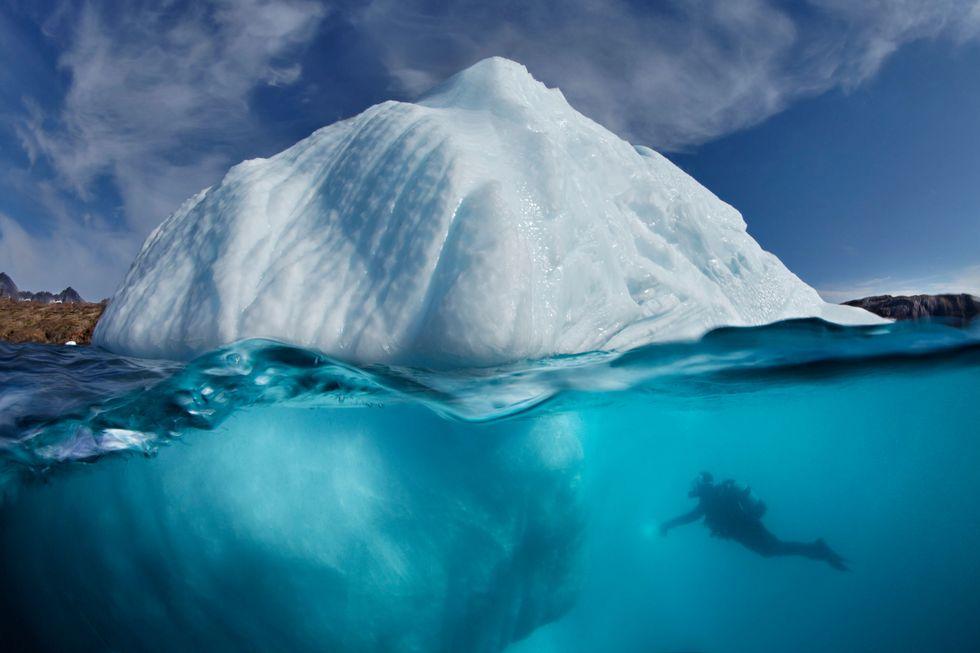 """Vacanze """"da brivido"""", tra i ghiacci di un iceberg"""