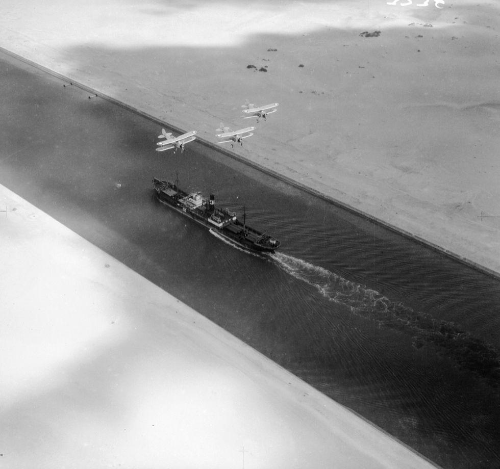 Suez: il canale e un secolo di storia turbolenta (1859-1956)