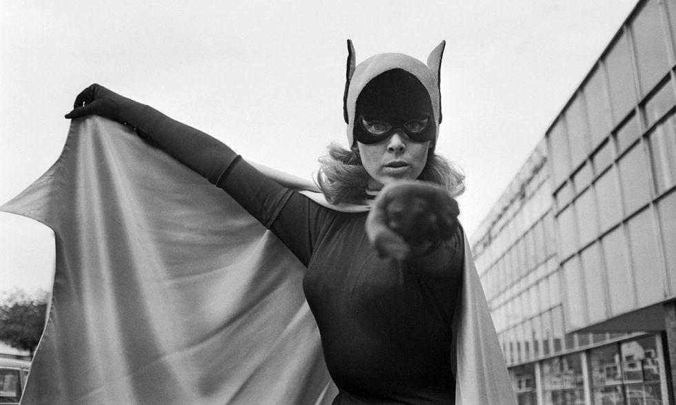 Yvonne Craig nei panni di Batgirl