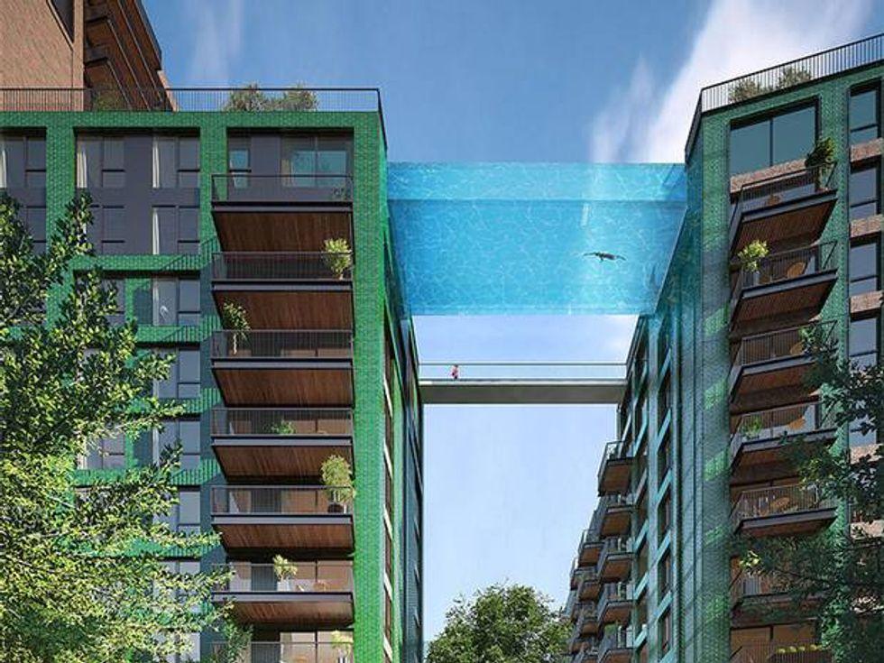 """Sky pool, la prima piscina """"sospesa"""" tra gli edifici"""