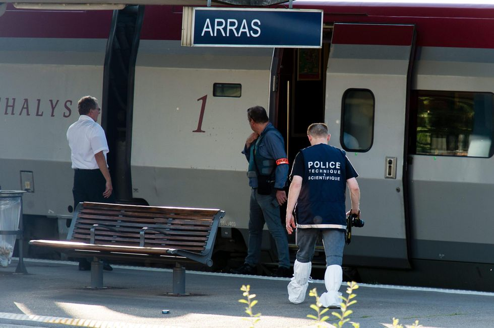 sparatoria treno Arras