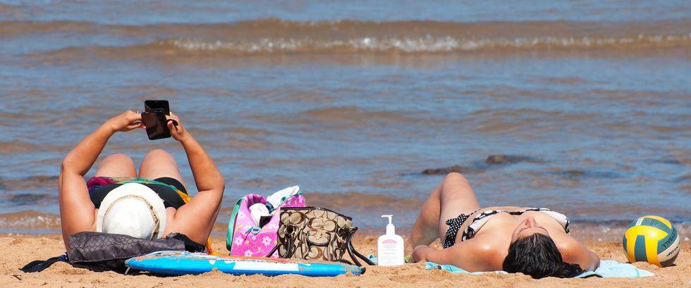 Smartphone in spiaggia