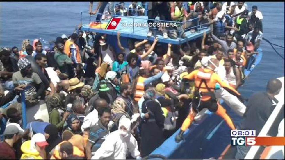 Migranti: nuova tragedia al largo della Libia