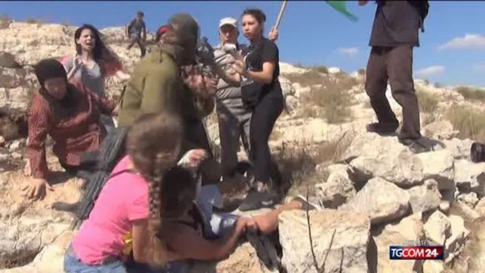 Il video choc del soldato israeliano e del bimbo palestinese