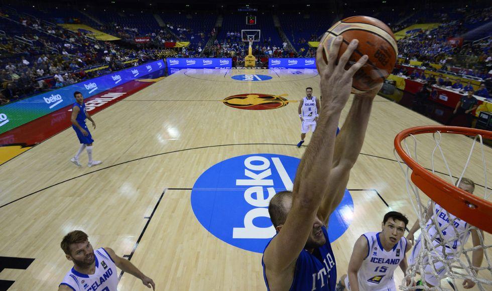 Europei basket, vittoria col brivido per l'Italia sull'Islanda: 71-64
