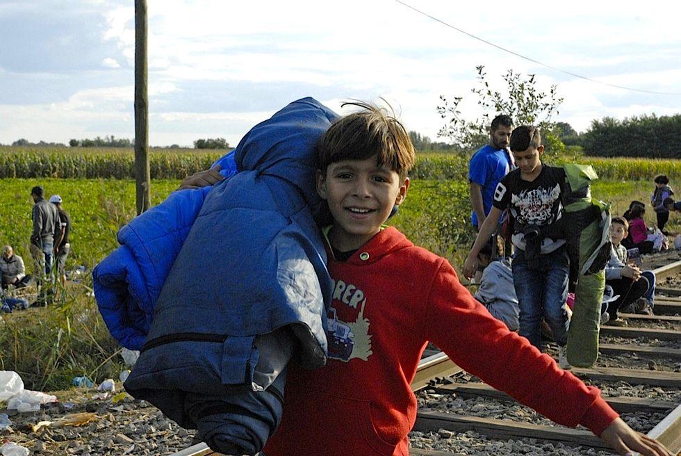 I migranti sfondano la frontiera tra Serbia e Ungheria