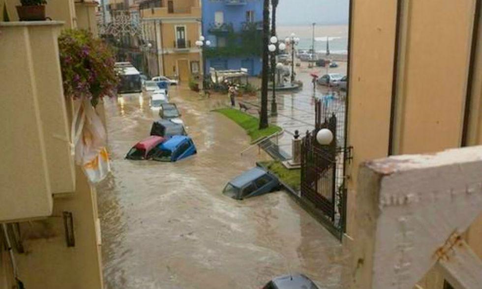 Sicilia, Giardini Naxos: bomba d'acqua e situazione critica - Foto e video