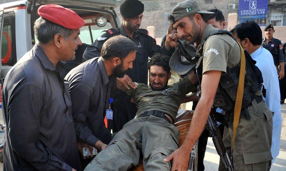 Attacco talebano a Peshawar