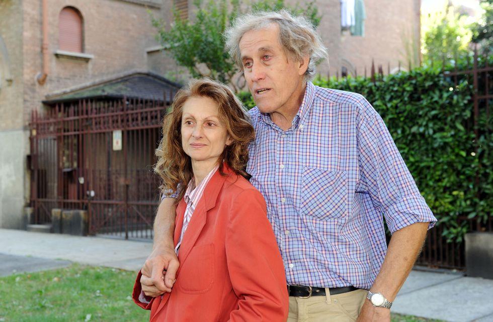 Gabriella De Ambrosis con il marito Luigi De Ambrosis i genitori a cui hanno tolto la figlia Viola perchè troppo anziani