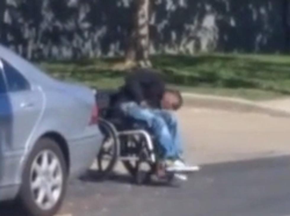 Usa, la polizia uccide un ragazzo afroamericano paraplegico - Foto e video