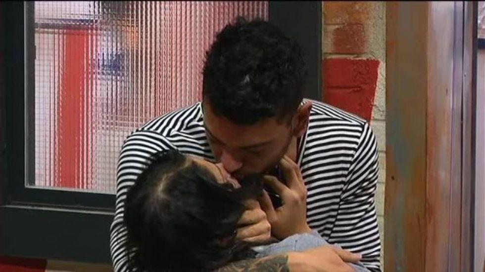 Grande Fratello 14: scoppia la passione, primo bacio tra Alessandro e Federica