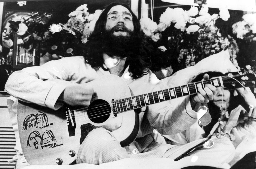 Di nuovo all'asta l'ultimo autografo di John Lennon
