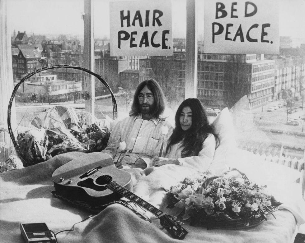 John Lennon avrebbe 75 anni: il mondo lo celebra - Video