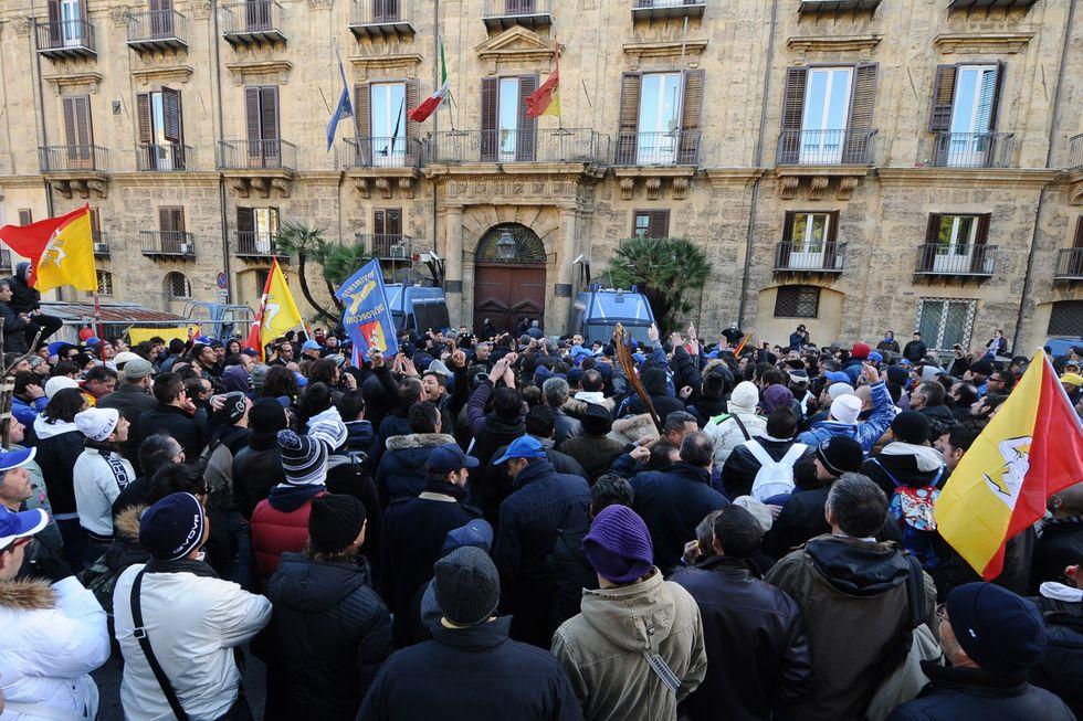 Sicilia: dirigenti premiati perché sanno usare internet