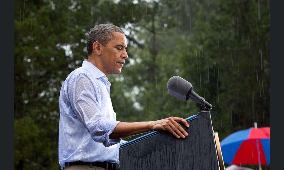 Barack Obama sotto la pioggia