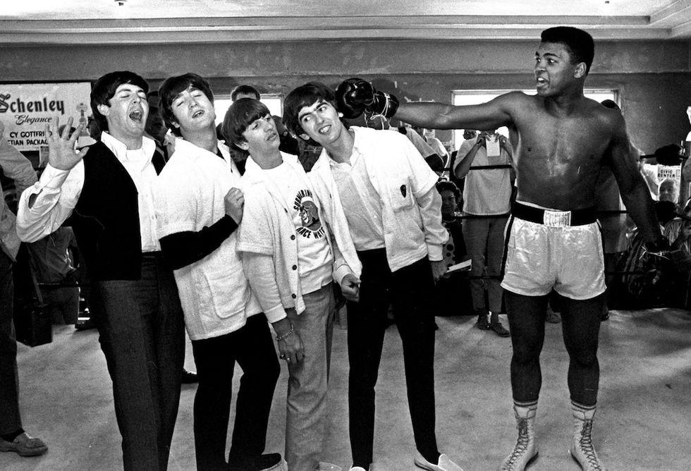 Muhammad Ali avrebbe 75 anni: le 5 canzoni più belle dedicate al campione