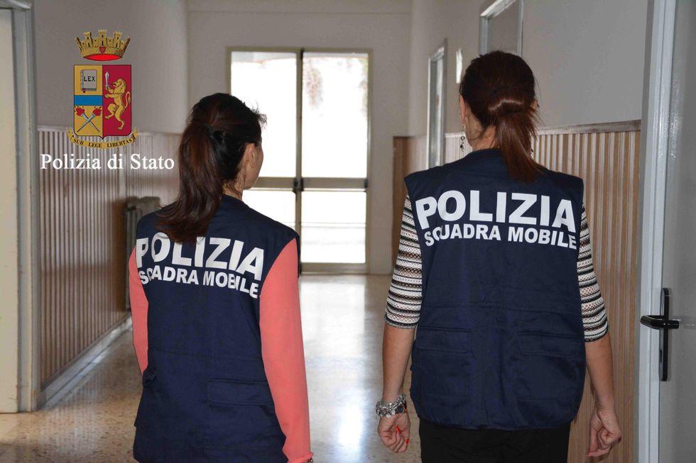Violenza sessuale su una profuga: bidello arrestato