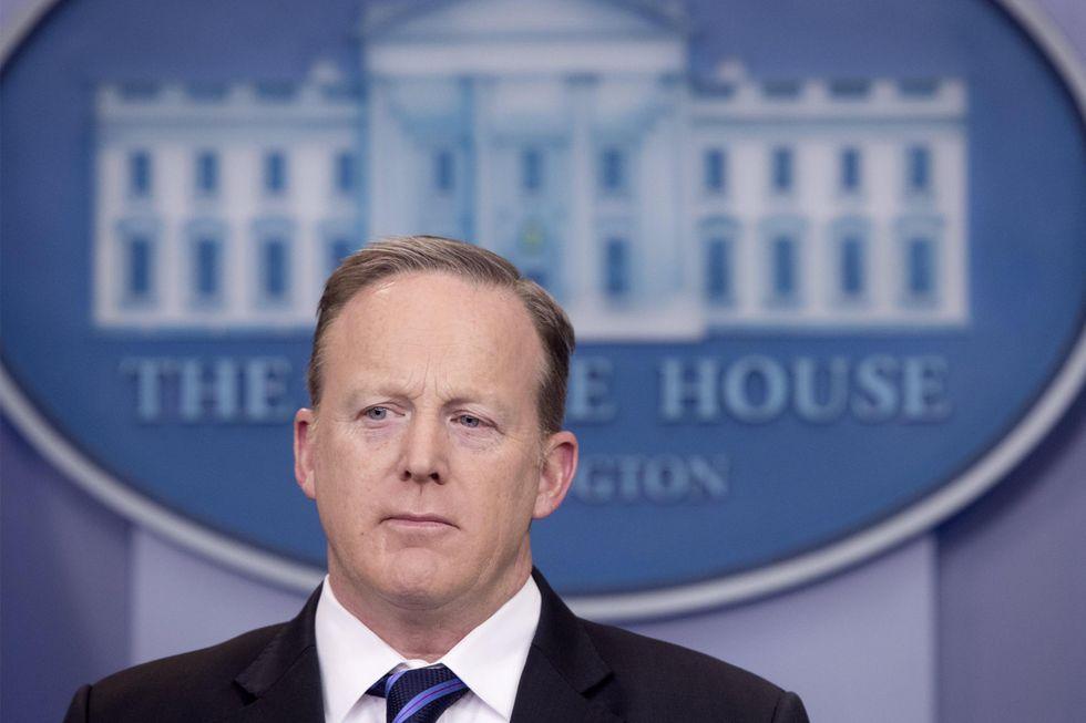 La Casa Bianca perde un altro pezzo: si dimette Spicer, portavoce di Trump