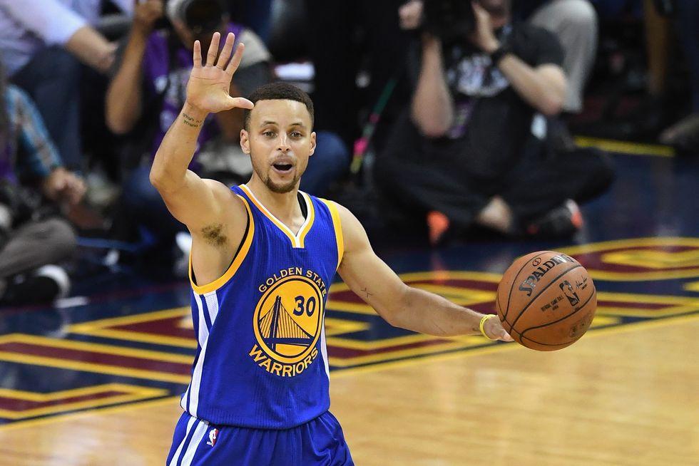 Nba Finals: 38 punti di Curry e 3-1 dei Warriors sui Cavs - video highlights