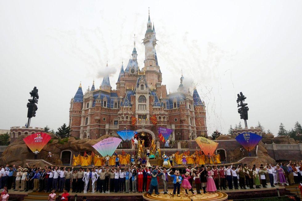 Shanghai, inaugurato il nuovo Disneyland cinese - FOTO
