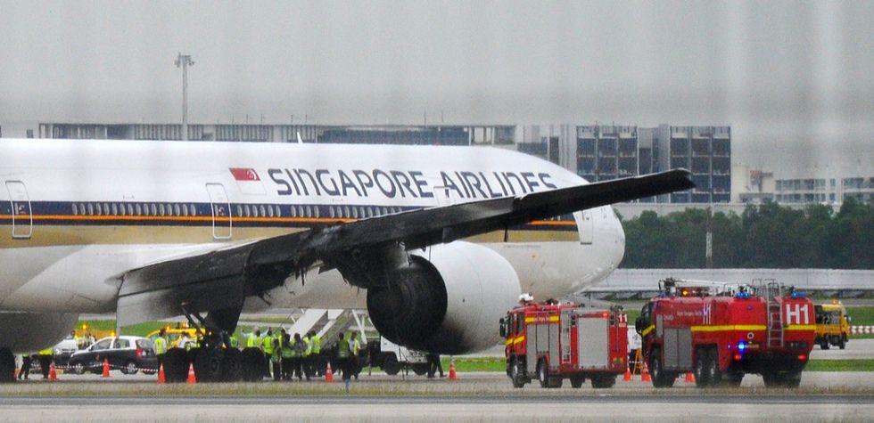 Singapore, in fiamme l'aereo diretto a Milano - Foto e video