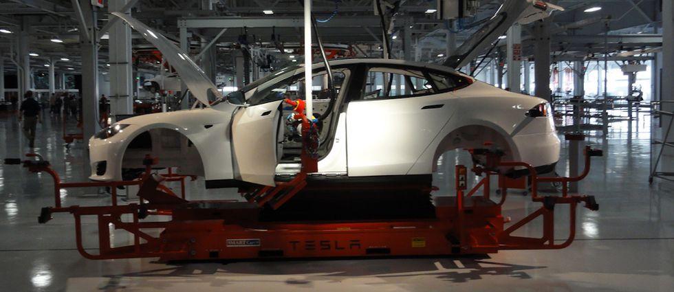 Tesla Model S o Google Car? Le differenze di guida delle due auto del futuro