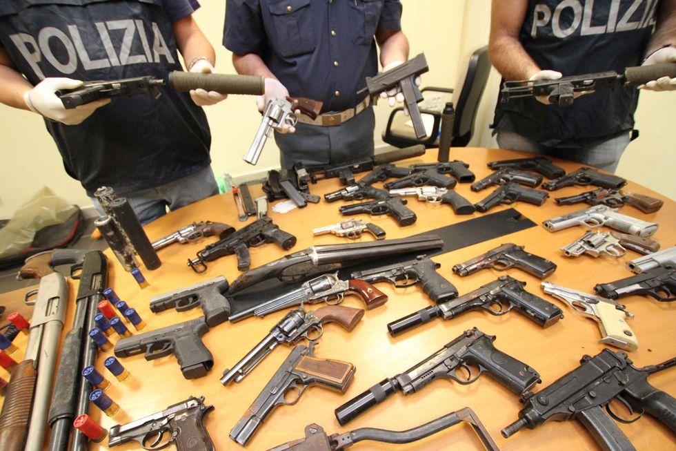 Reggio Emilia, lo strano caso dell'imprenditore con la passione per le armi
