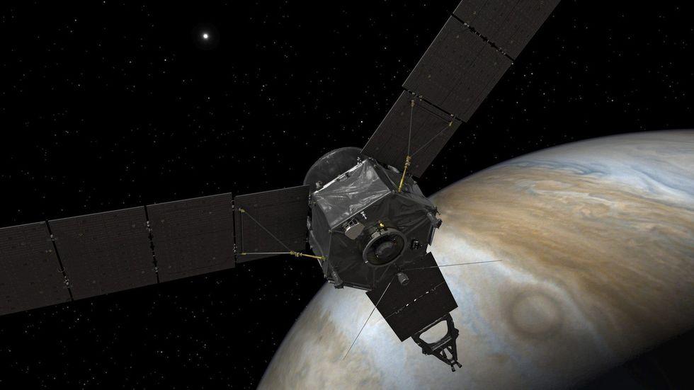 La sonda Juno entra nell'orbita di Giove
