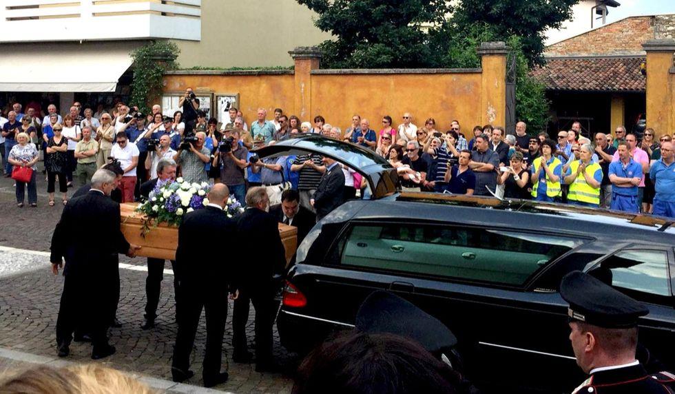 Bangladesh-funerali-strage-italiani-dacca