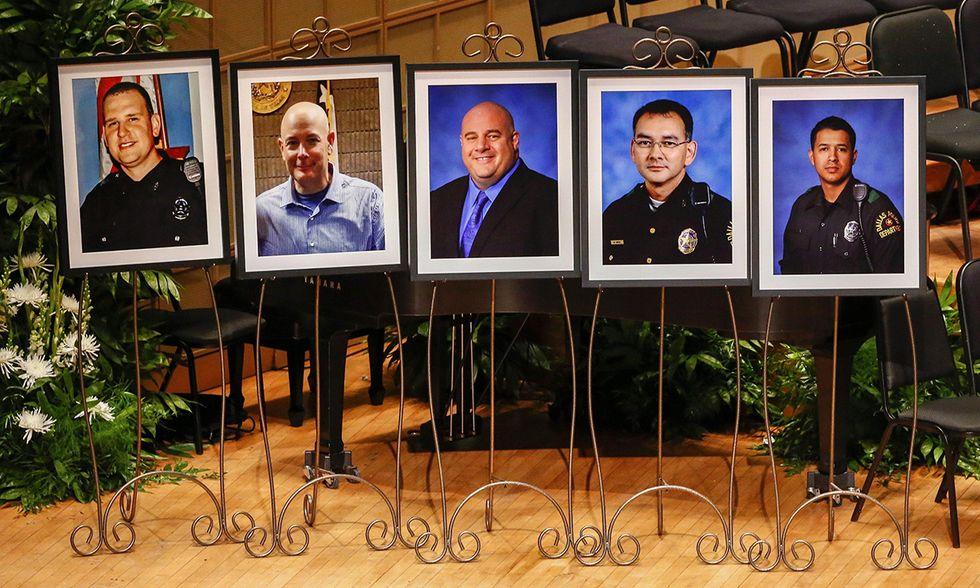 Dallas, funerali 5 agenti uccisi
