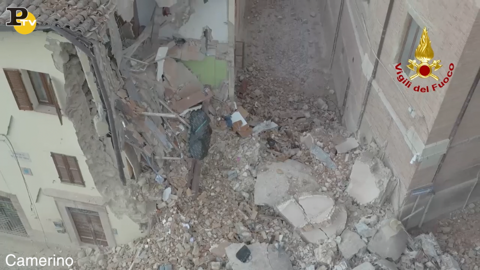 camerino video drone terremoto centro storico crolli case
