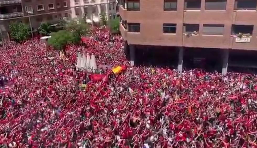 Il coro da brividi dei tifosi del Liverpool per le strade di Madrid I VIDEO