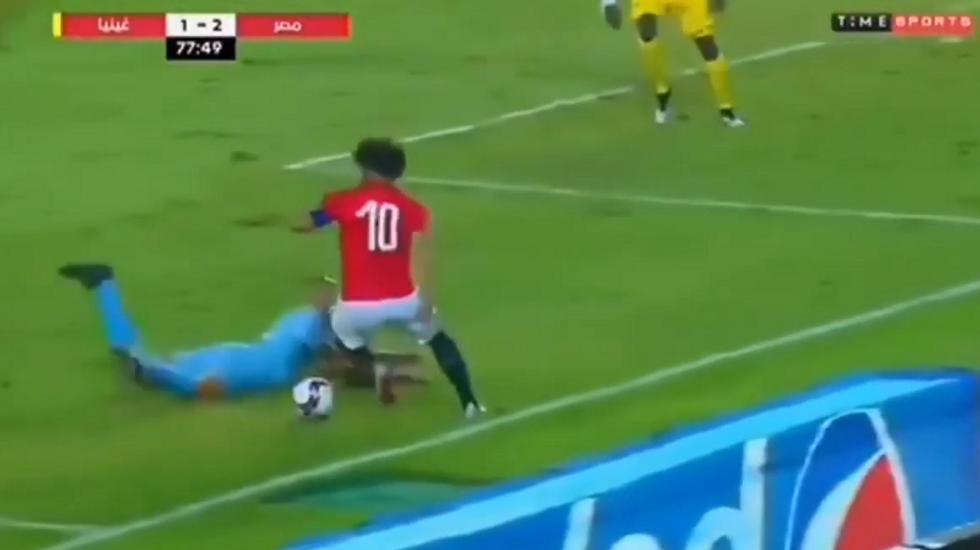Salah, che giocata. Finta da urlo con la maglia dell'Egitto I VIDEO