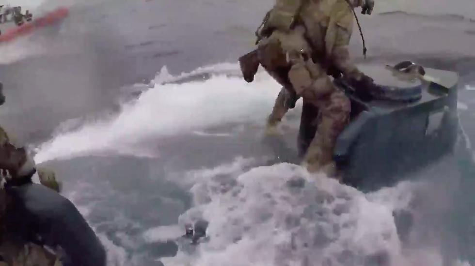Guardia Costiera Usa sommergibile narcos droga assalto video
