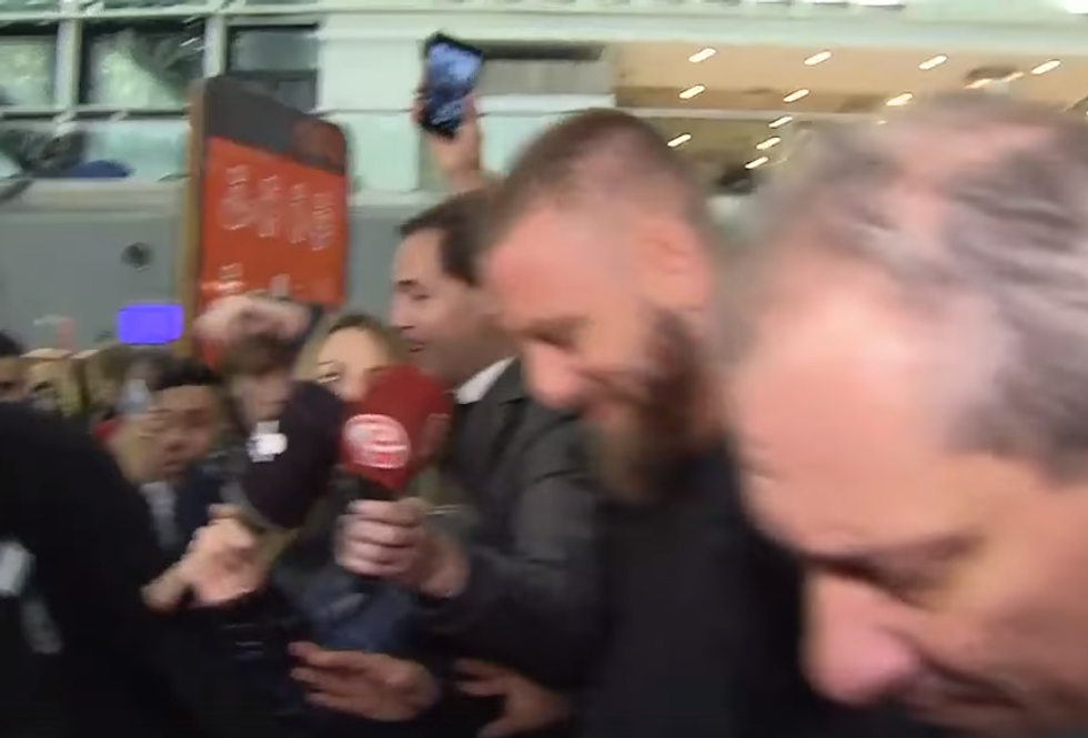 De Rossi, delirio dei tifosi del Boca Juniors all'arrivo a Buenos Aires I VIDEO
