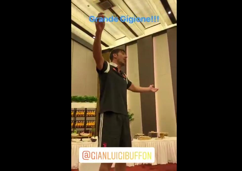 Buffon canta 'Volare' nel ritiro della Juventus I VIDEO