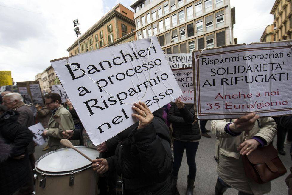 """Banche venete, la beffa: spariti i fondi per i """"casi sociali"""""""