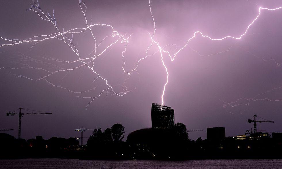 Fulmini nel cielo di Bordeaux