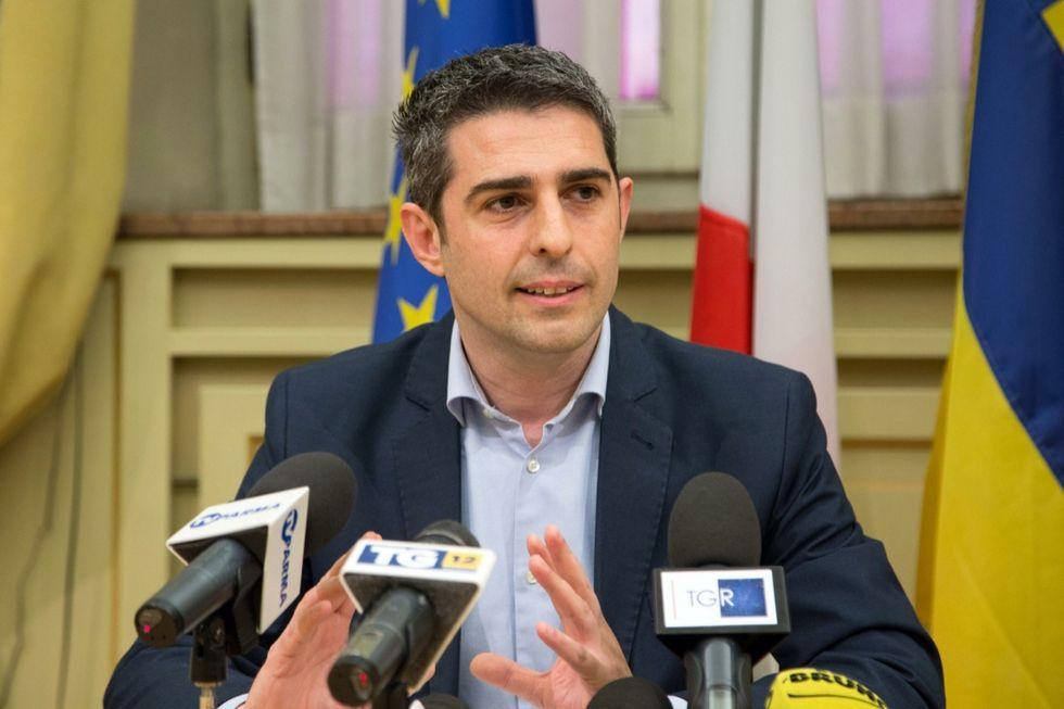 pizzarotti lascia movimento 5 stelle sindaco parma