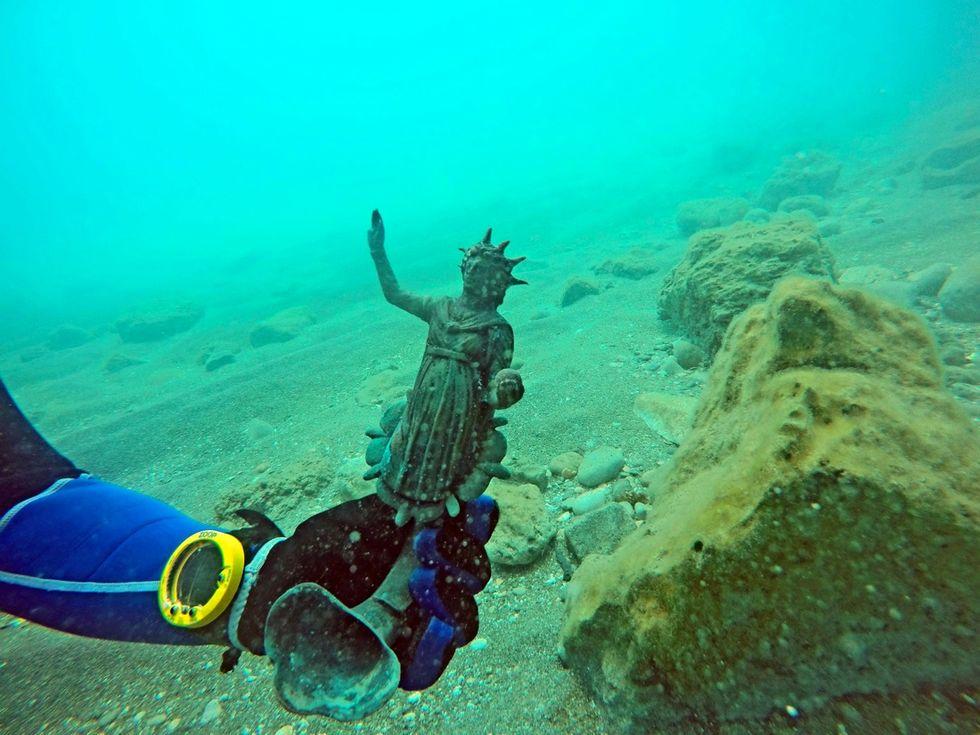 Il tesoro sommerso ritrovato nel vascello romano - Foto