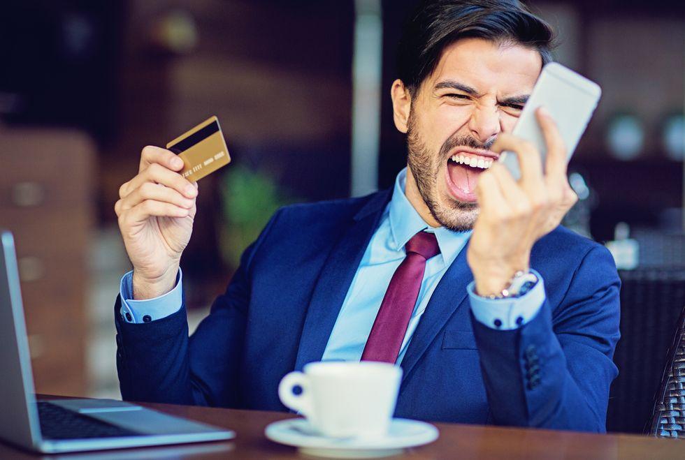 cliente arrabbiato telefono