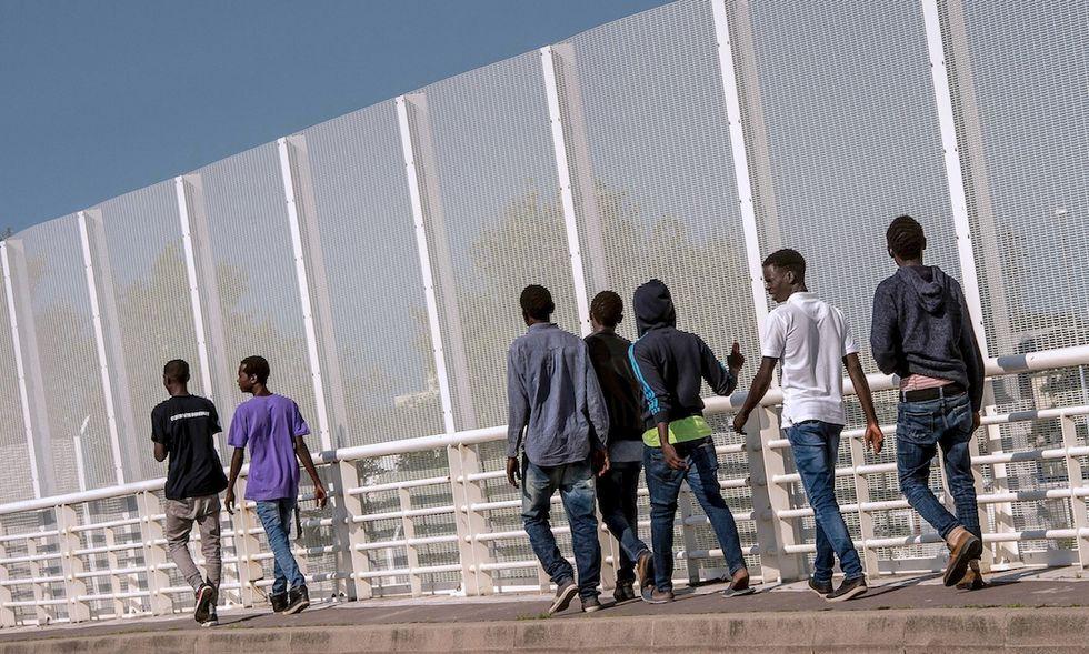 francia calais migranti gran bretagna