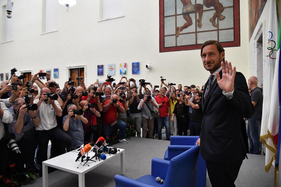 totti lascia la roma conferenza stampa cosa ha detto